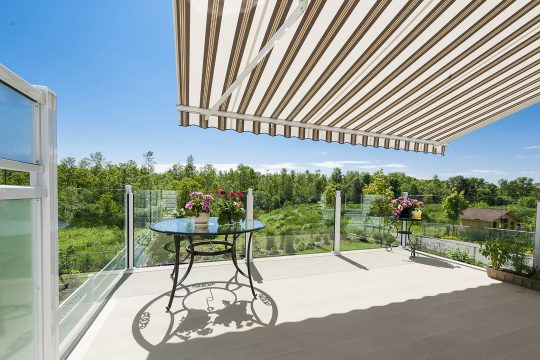 Retractable awning, frameless glass