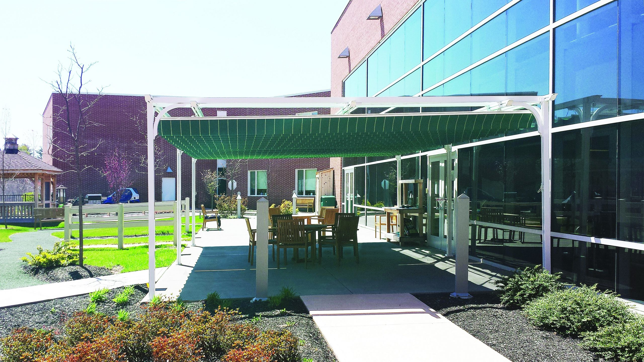 Retractable Canopy - Restaurant- Office- Cafe
