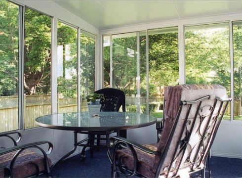 Grand Vista sunroom with patio furniture