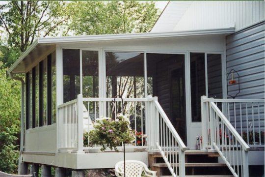 Grand Vista Sunroom Combine with Aluminum Railing