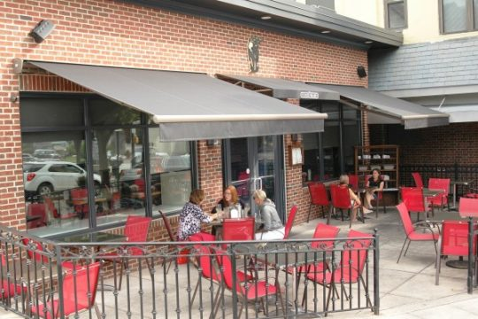 Retractable Fabric Awning for Cafe and Restaurants