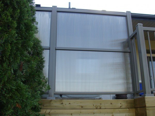 privacy panel with aluminum railing