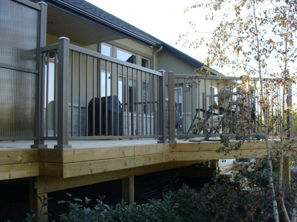 privacy panel with beautiful aluminum railing