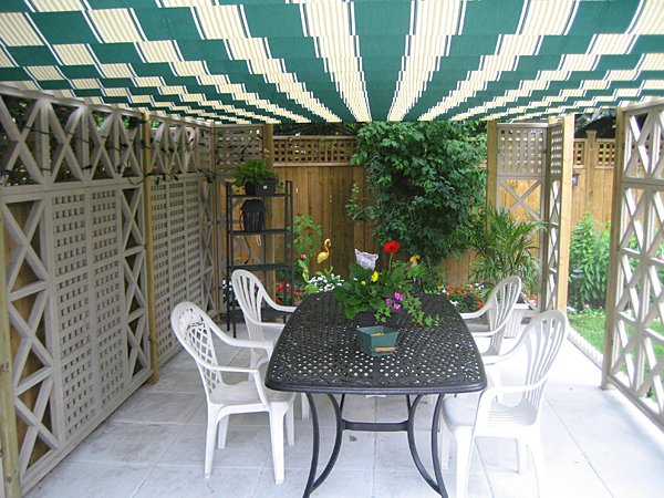 protect from sun under retractable canopy