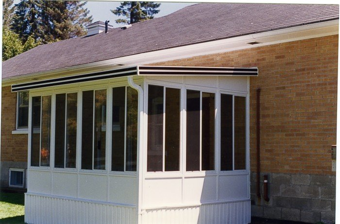 Upgraded screen room with vista windows